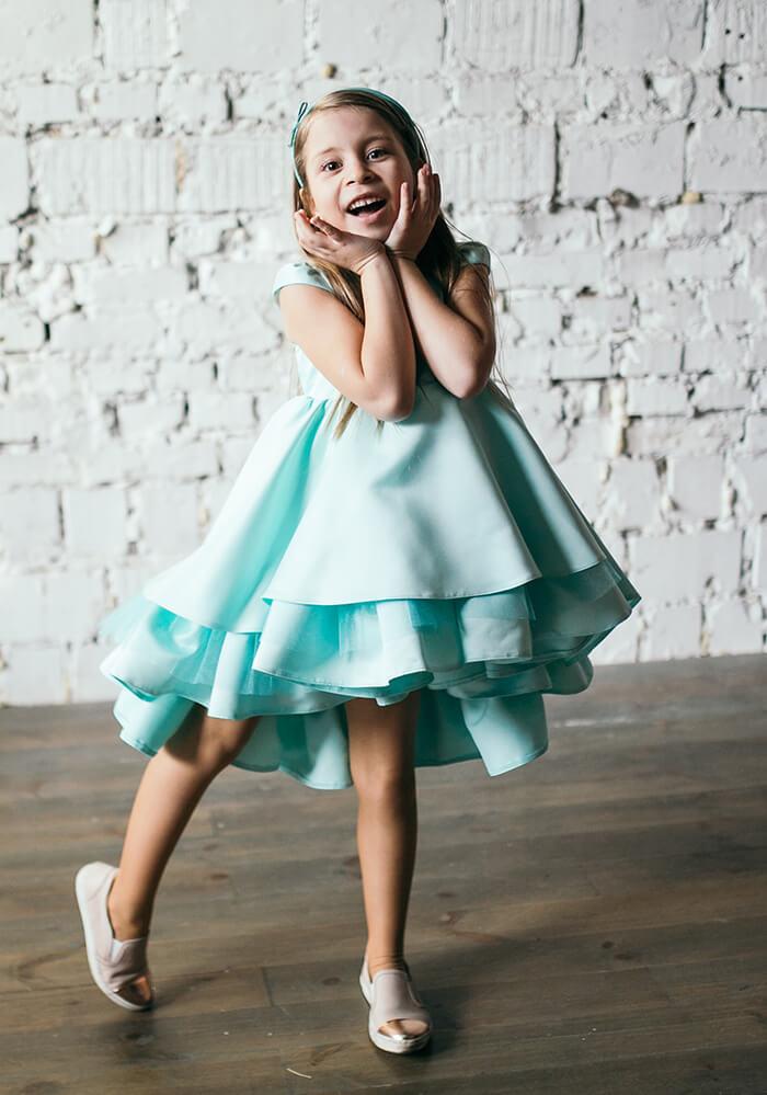 Нарядне плаття на дівчинку світло голубого кольору