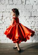 червона сукня на дівчинку на свято