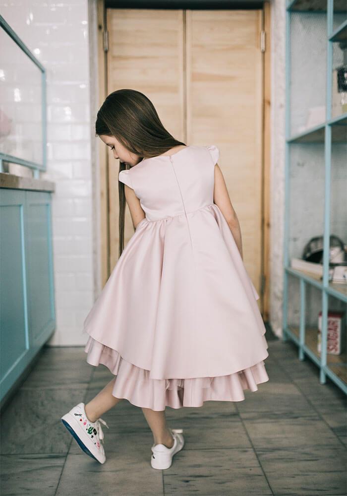 Кремова сукня з атласу на дівчинку
