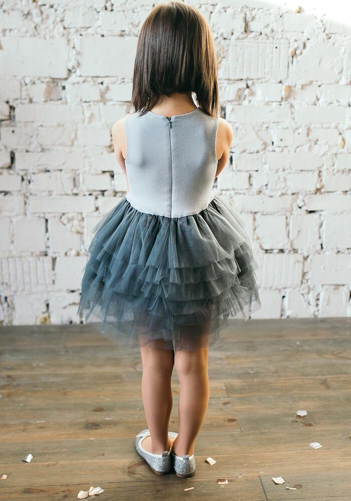 Сіра сукня з фатином для дівчаток