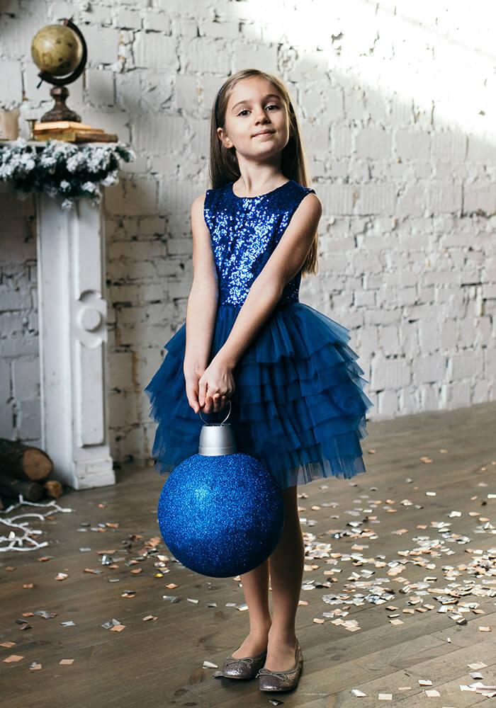 Синя сукня з синіми паєтками та фатіновою спідничкою на дівчинку