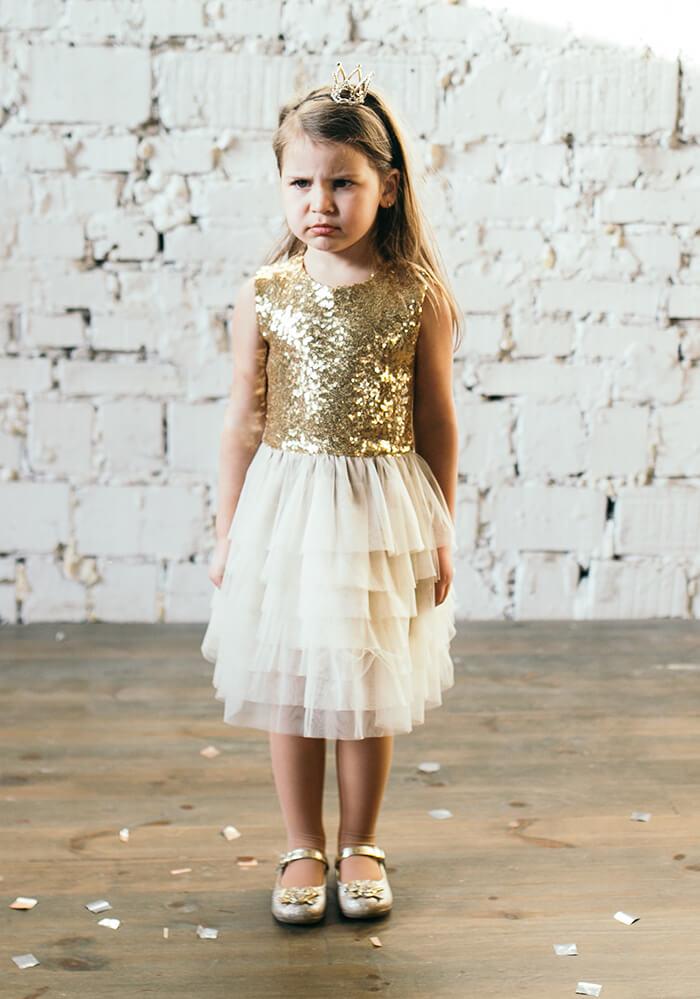 Золотиста сукня з фатиновою спідничкою та золотими паєтками на дівчинку на сайті malyna.ua