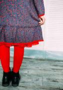 Стильна синя сукня з червоним мереживом