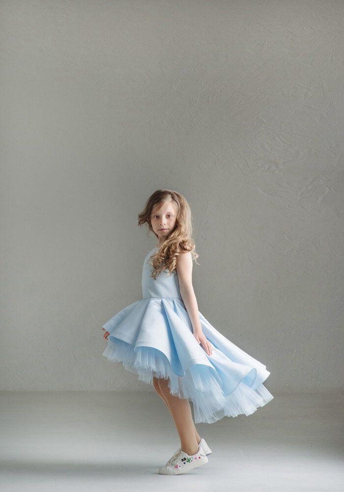 Светло голубое платье з фатиновой юбочкой нарядное на девочку