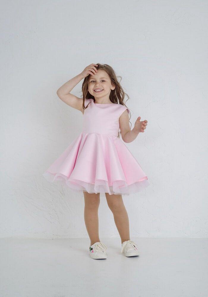 Пышное платье на девочку розового цвета