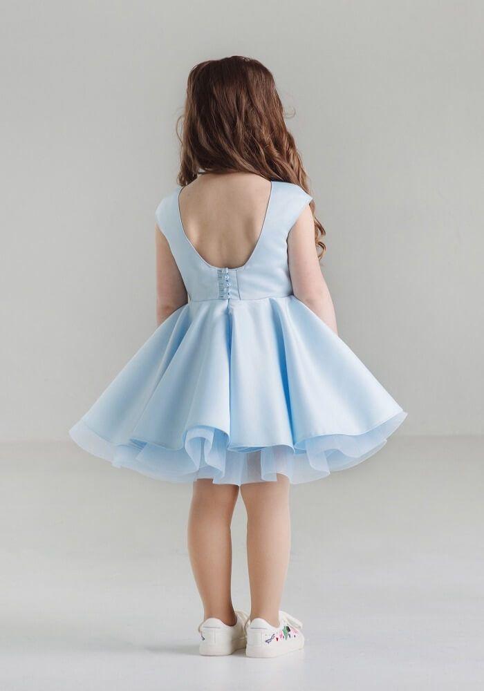 Нежно голубое платье на девочку пышное