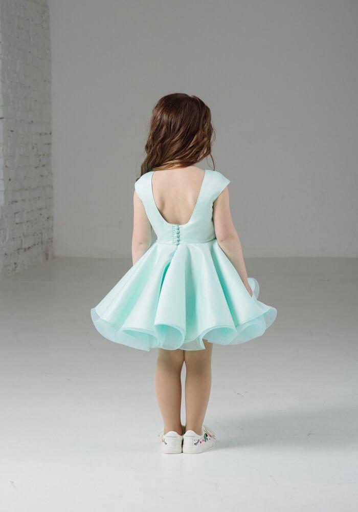 Нежно-мятное платье на девочку пышное