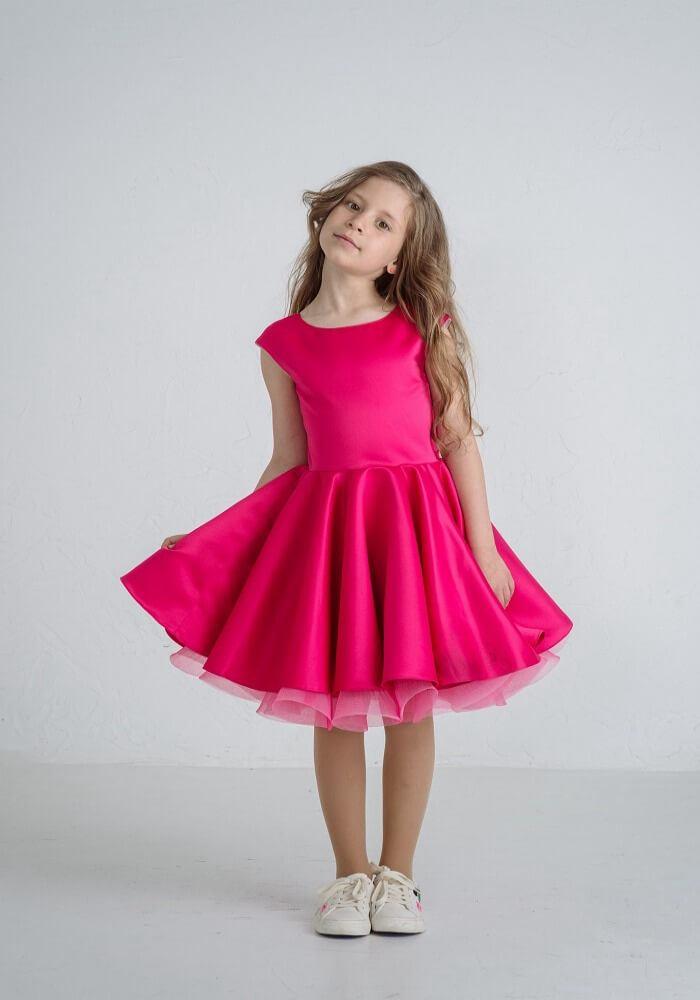 Нарядное платье на девочку пышное малинового цвета