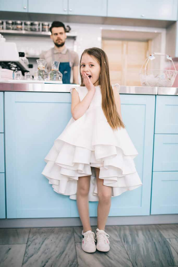 Нарядное белое платье для девочки на особый случай