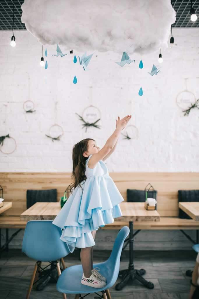 Голубое платье на девочку