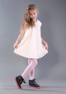 Світла сукня на дівчинку