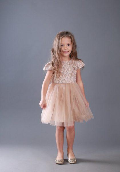 Бежевое платье на девочку