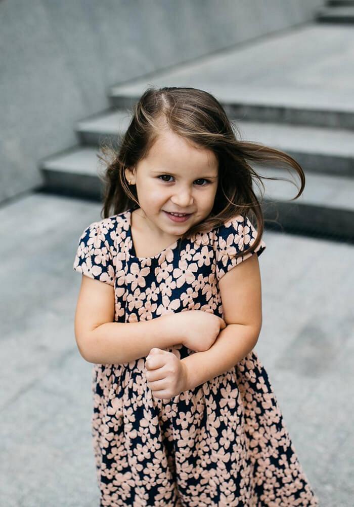 Платье на девочку бежевое