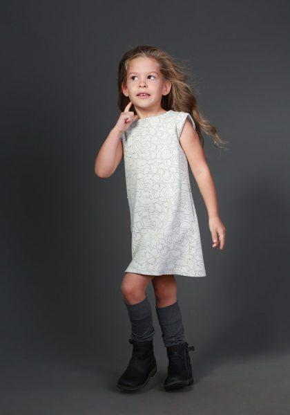 Светлое платье на девочку