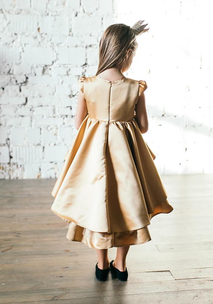 Золотистое нарядное платье на девочку