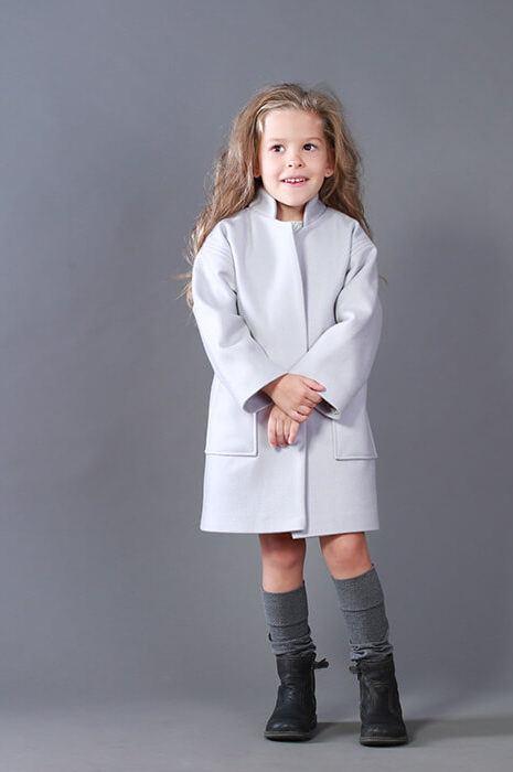 Осінньо-весняне пальто на дівчинку сірого кольору