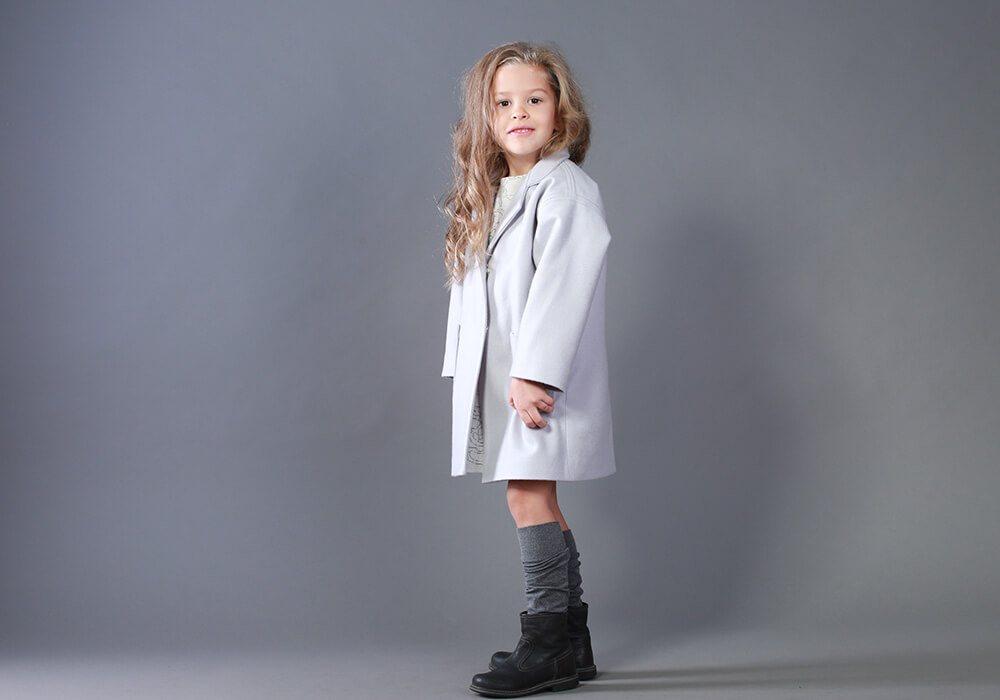 Пальто на девочку серого цвета