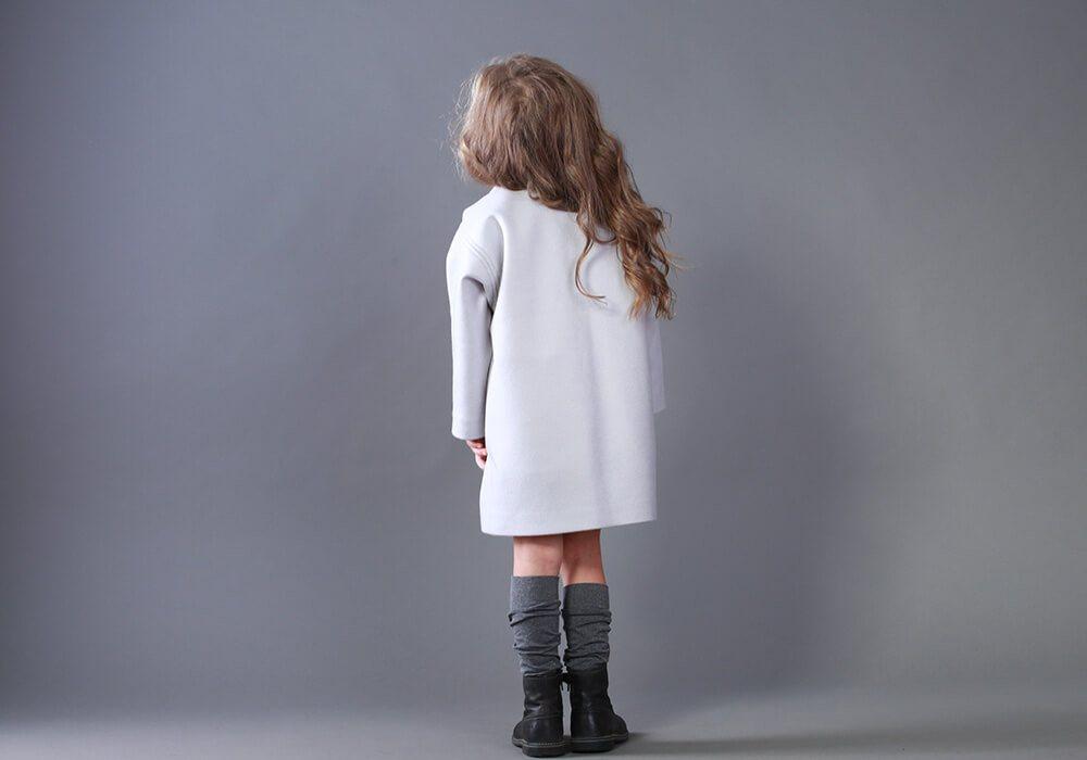 Серое пальто на девочку