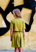 Зеленый костюмчик на девочку
