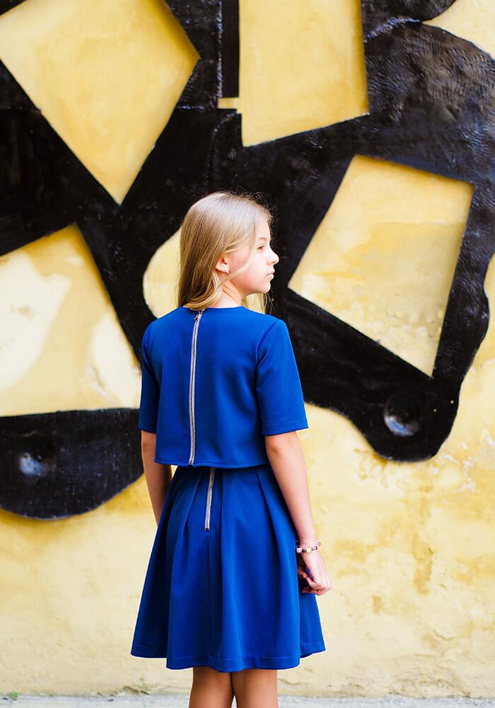 Синій костюм на дівчинку