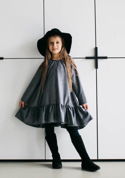 Серое платье с воланами на девочку