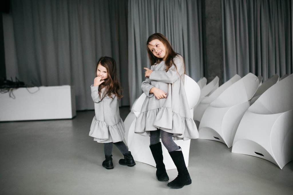 Стильные платья девочкам