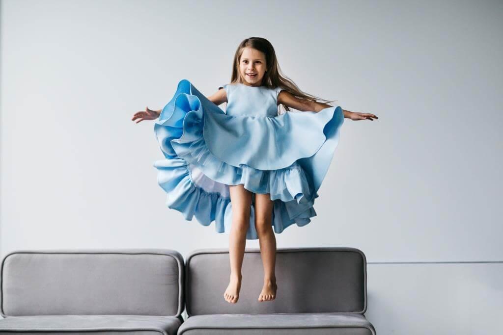 Голубое платье нарядное девочке на свадьбу