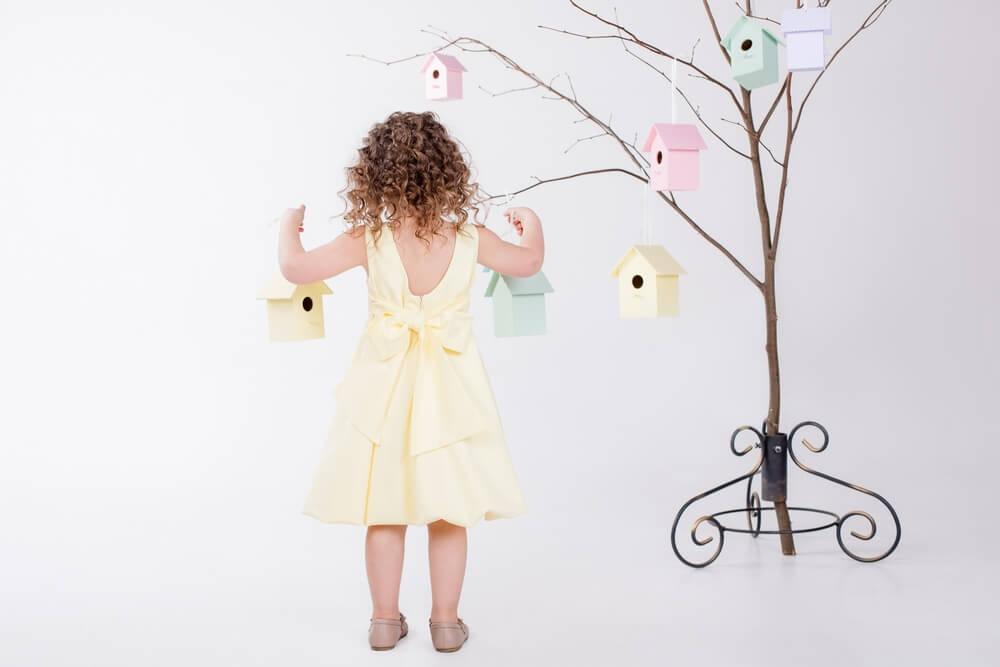 платье с бантом желтого цвета на девочку