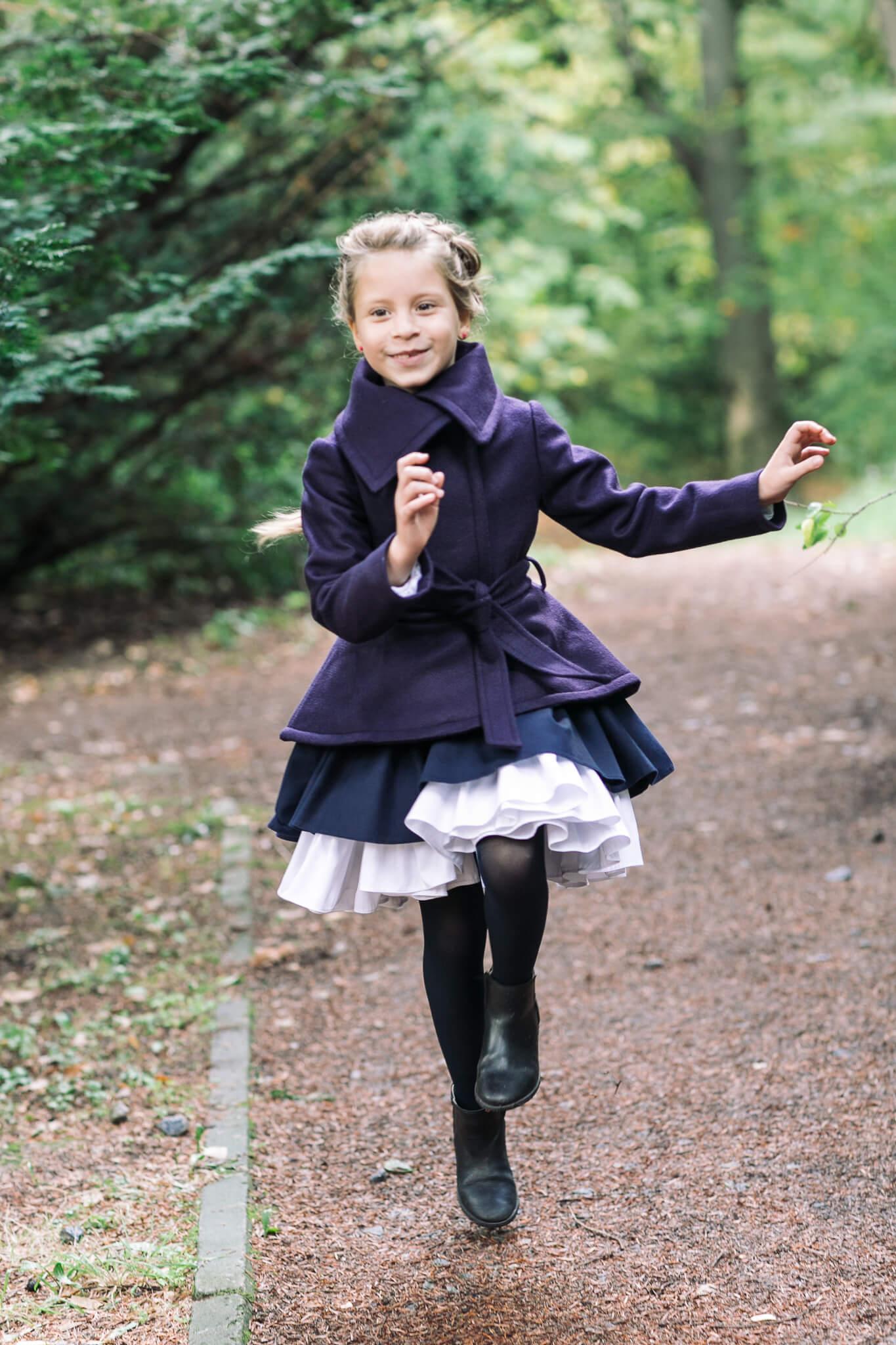 Синє пальто на дівчинку - обрати на сайті