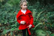 Червоне пальто на дівчинку