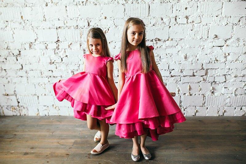 Атласні сукні малиного кольору на дівчаток