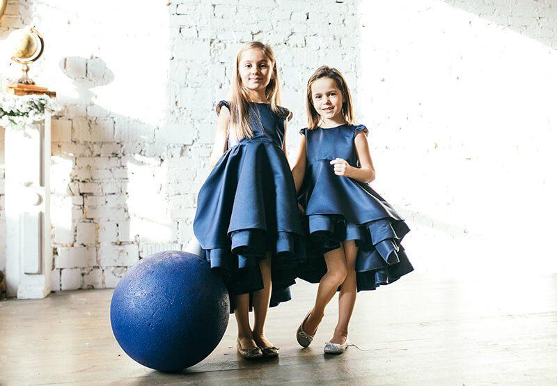 Дивовижні сині сукні на дівчаток з італійського атласу