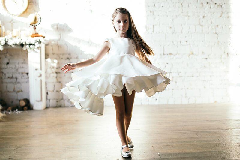 Чарівне біле плаття на дівчинку