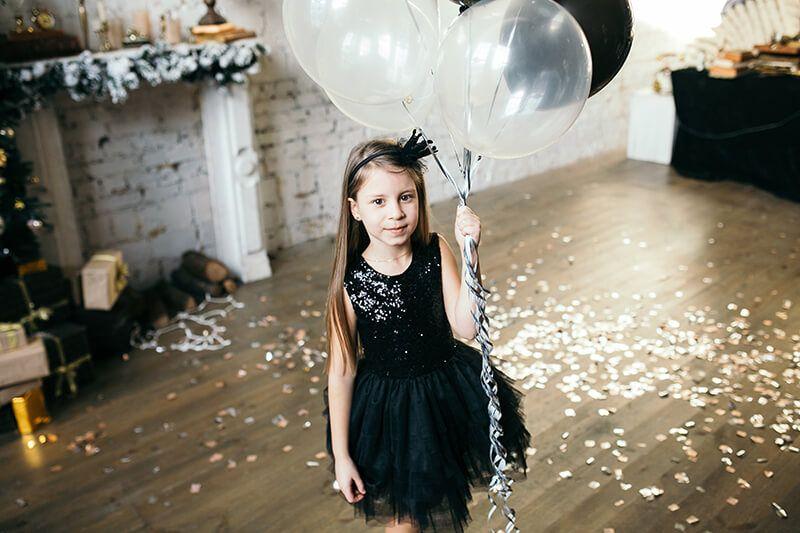 Маленька чорна сукня на дівчинку