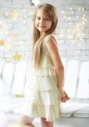 Светлое нарядное платье на девочку