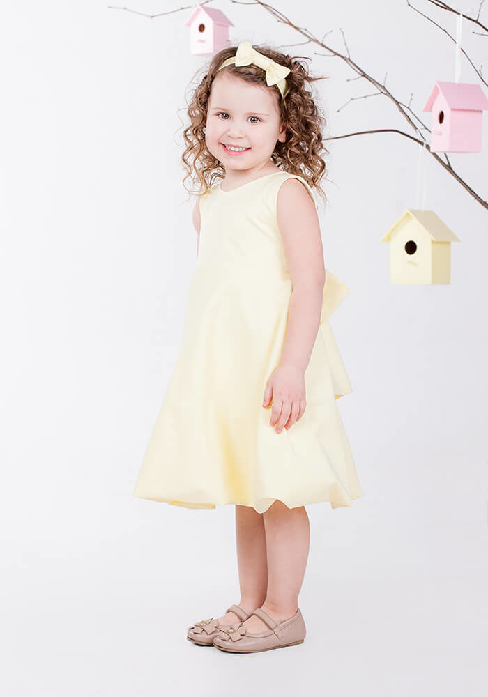 Жовта сукня на дівчинку