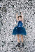 Красивое синее платье на девочку с пышной юбочкой