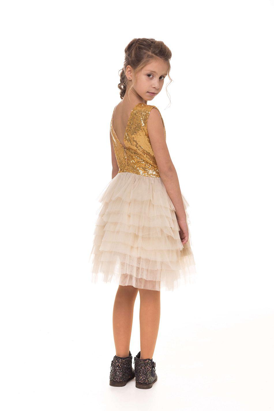 Очаровательное платье на девочку золотистое