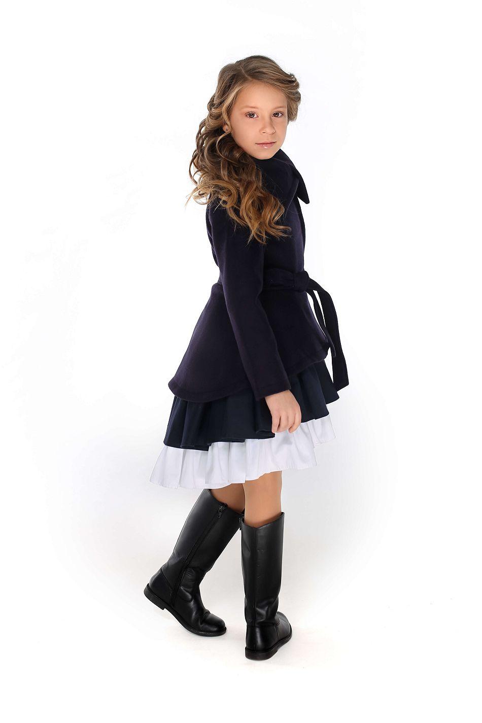 красиве синє пальто дівчинці