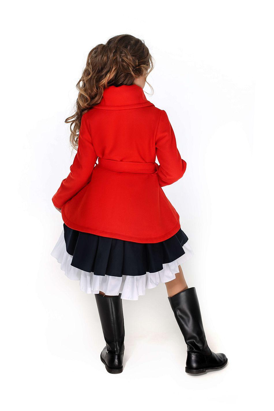 красивое красное пальто на девочку