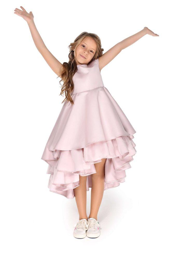 нежно розовое платье на девочку