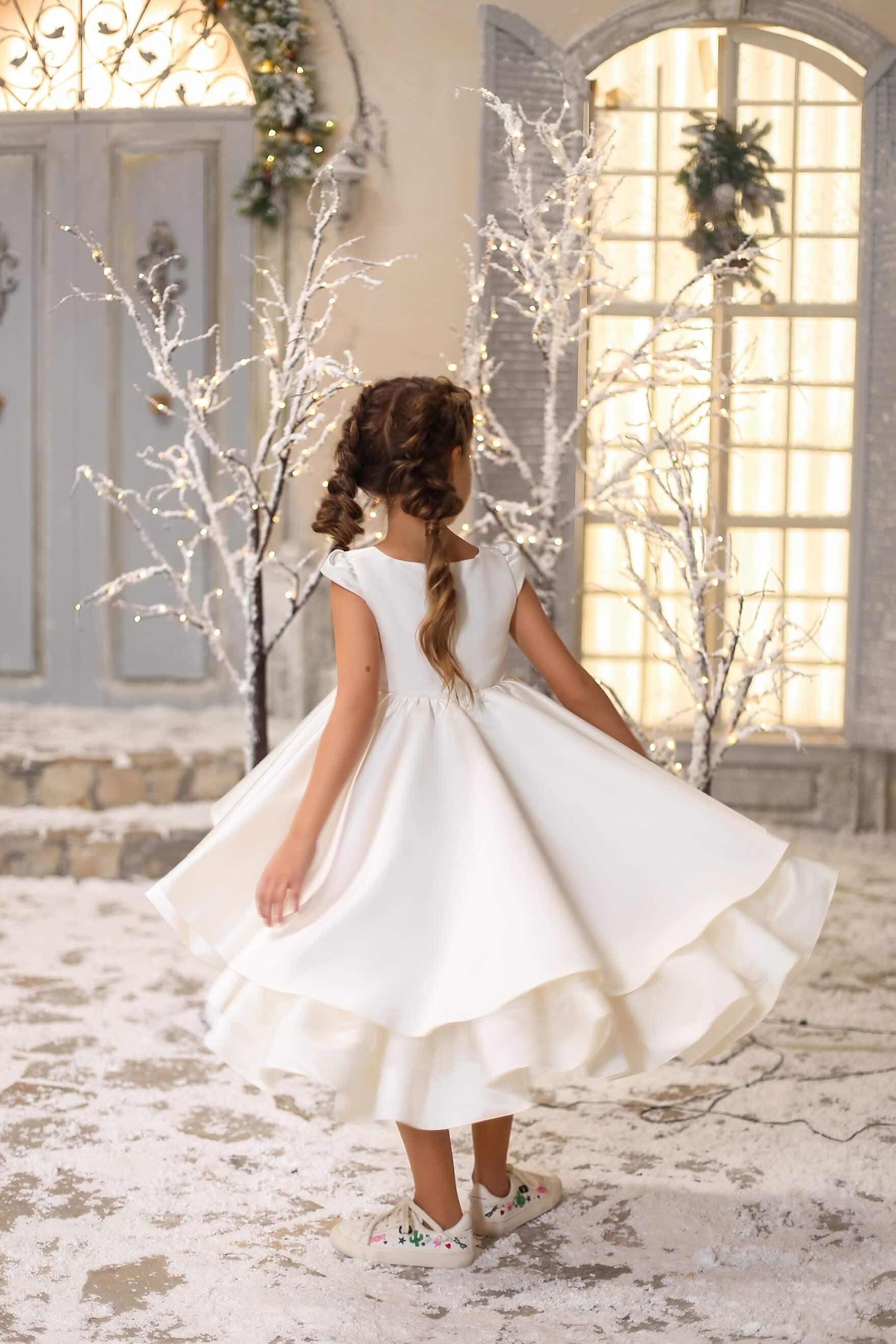 Біле нарядне плаття до причастя дівчинці
