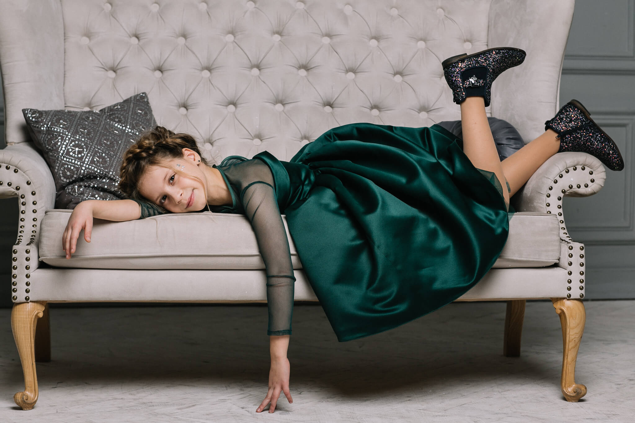 Чарівна смарагдова сукня дівчинці