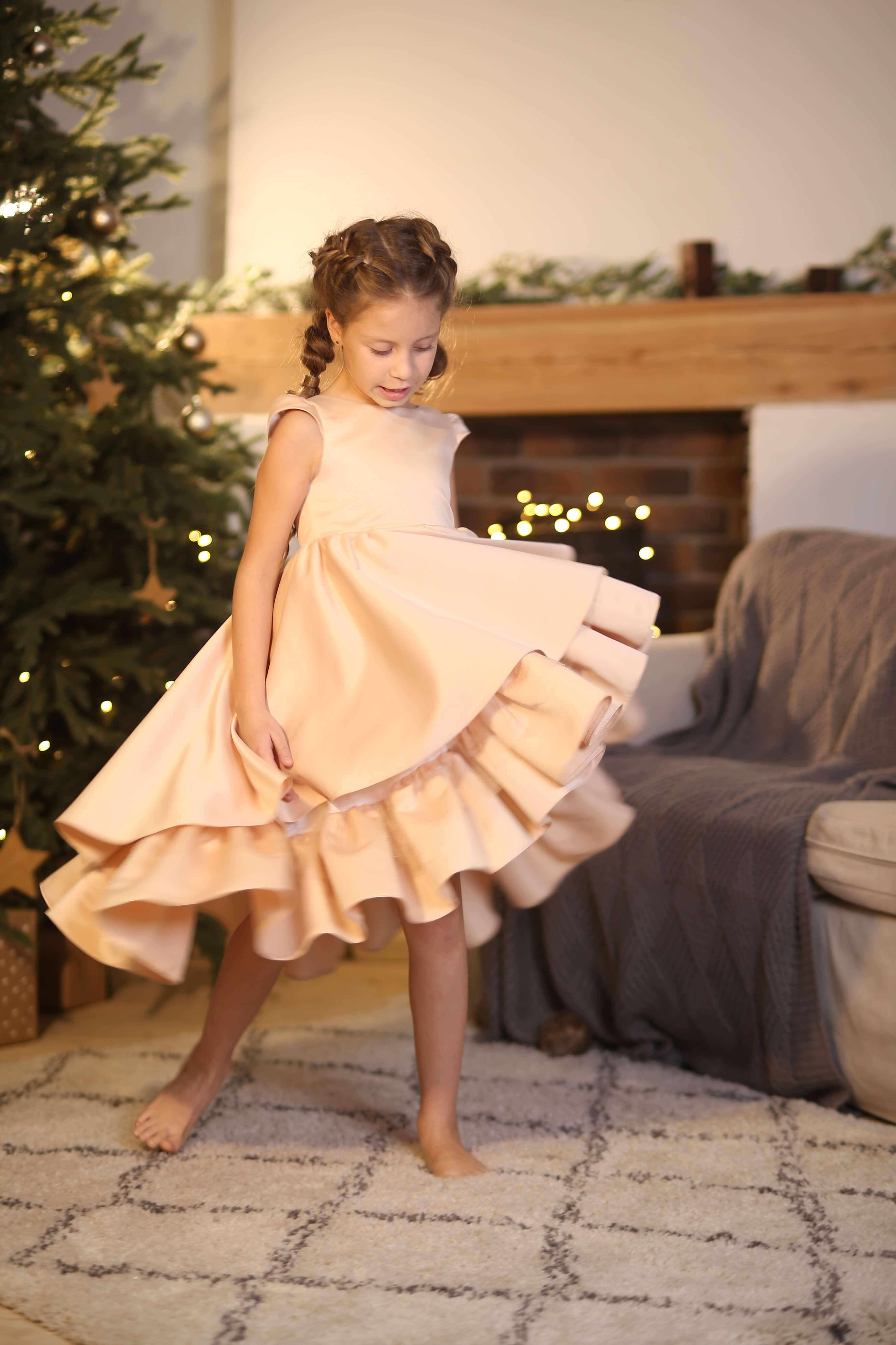 Беевое платье на девочку нарядное