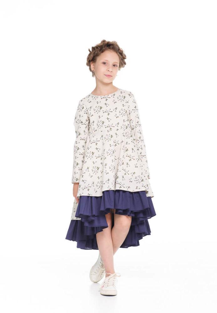 Очень красивое платье на девочку з мелкими синими цветочками