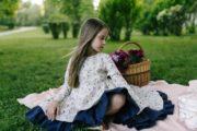 платье с длинным рукавом на девочку нарядное с синим воланом