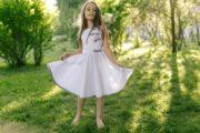 красивое светлое летнее платье на девочку