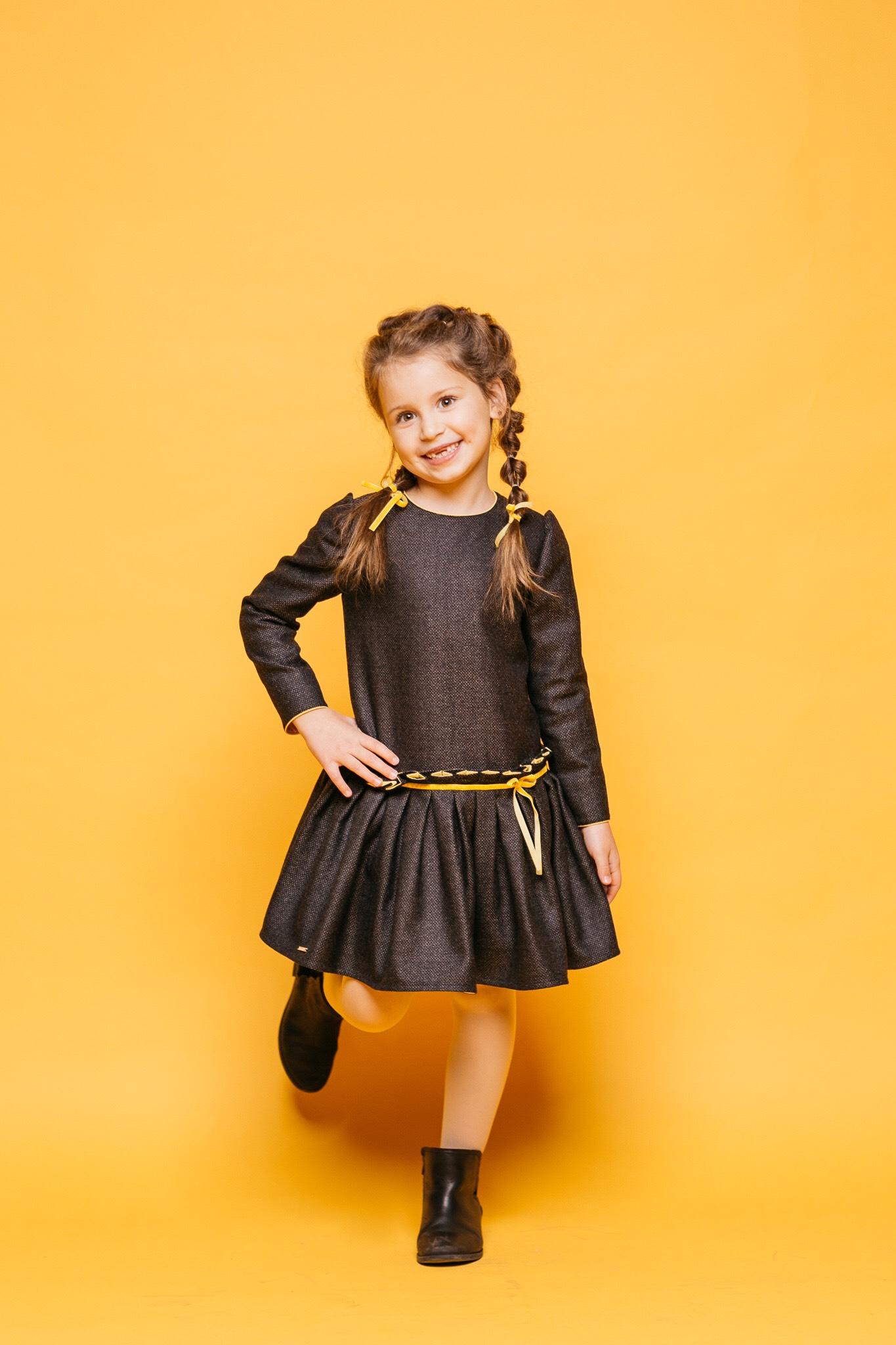 Красивое теплое платье на девочку