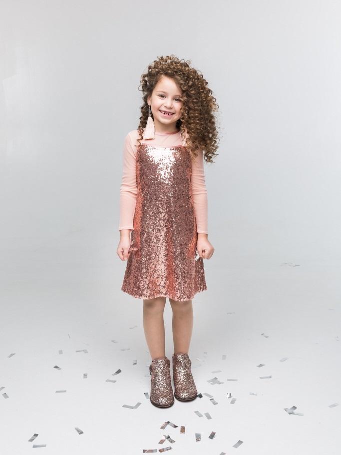 Святкові сукні для дівчаток. Стильні моделі дитячих суконь на свято ... 87c404688131e