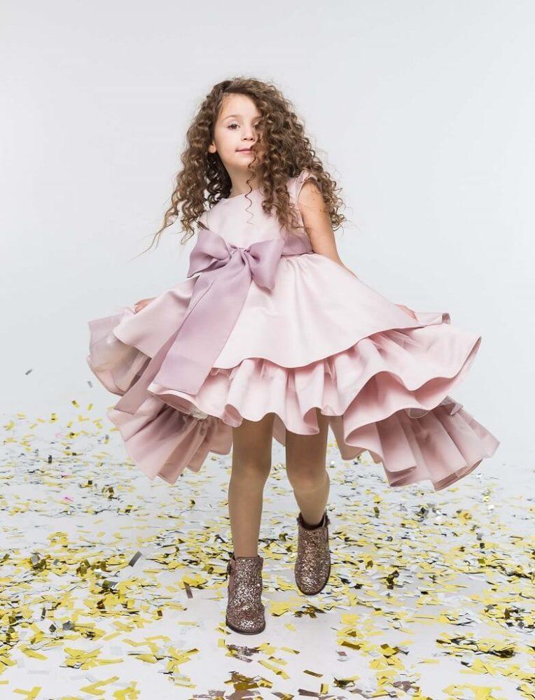 бант на платье пудрового цвета